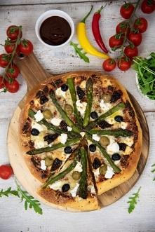 Pizza ze szparagami i kozim serem