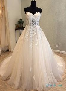 Piękna suknia ślubna tiulow...
