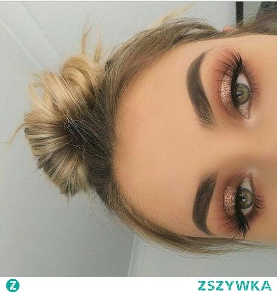 Jak dobrać cienie do koloru oczu?