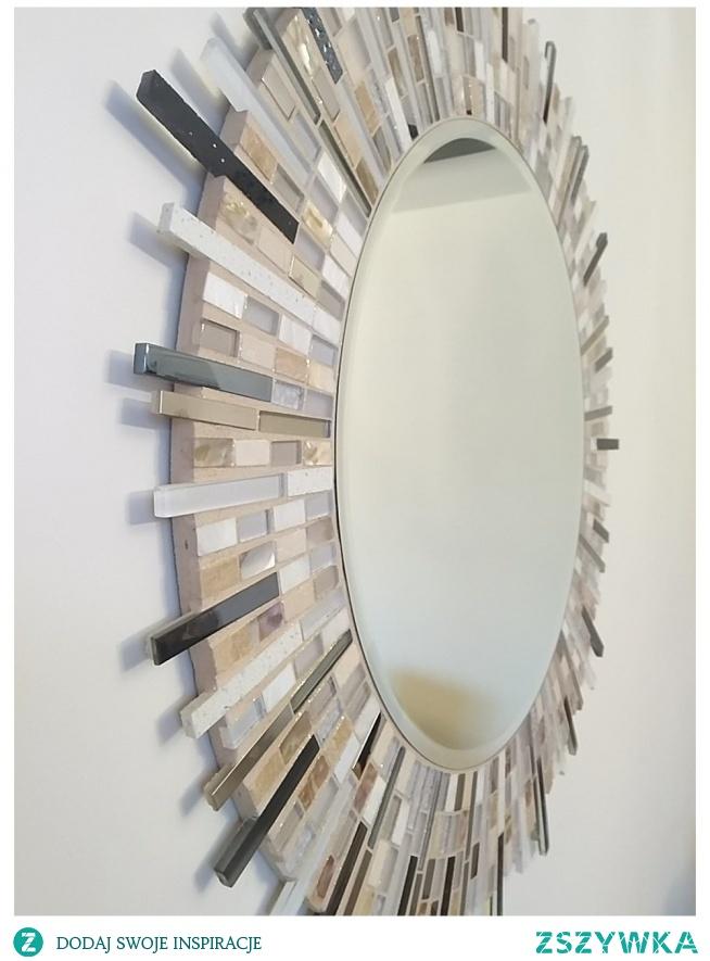 Lustro w ramie z mozaiki szklanej