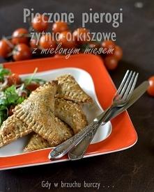 Pieczone pierogi żytnio-orkiszowe z mielonym mięsem
