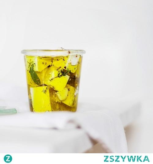Feta w oliwie z ziołami i przyprawami