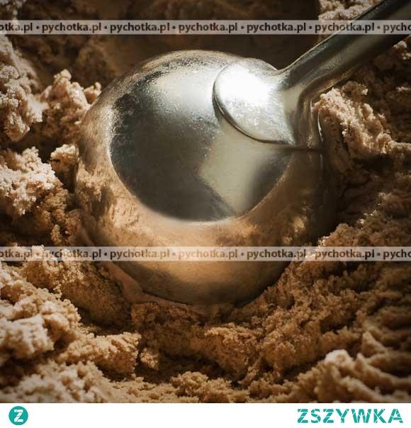 Lody czekoladowo-orzechowe w truskawkowym musie