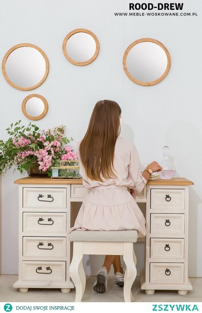 Piękne biurko w kolorze bielonym ! Drewniane biurko
