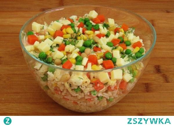 Sałatka serowa z ryżem