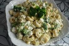 Sałatka serowa z brokułami