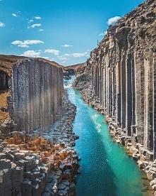 Gigantyczny bazaltowy kanio...