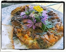 Frittata (omlet) z botwiną i kwiatami cukini - Zucchini Flower And Beetroot Leave Frittata - Frittata con le foglie di rape rosse e fiori di zucchine