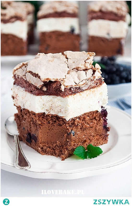 Ciasto tortowe z jagodami i bezą