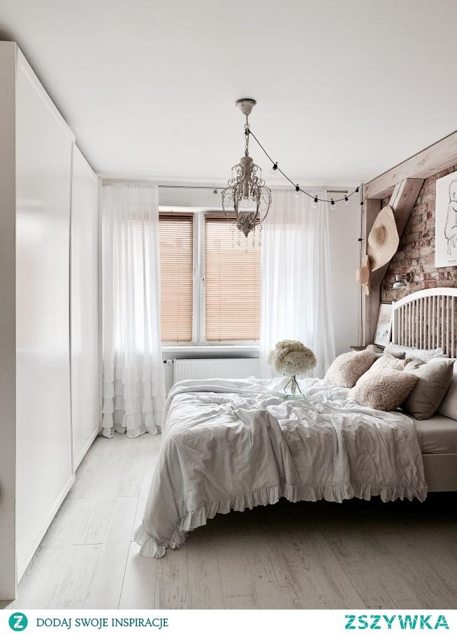 Żaluzje bambusowe w kolorze GRAHAM tym razem w sypialni Ani z profilu Hakauuka na Instagramie Ania zawsze wybiera model 25mm montowany bezinwazyjnie