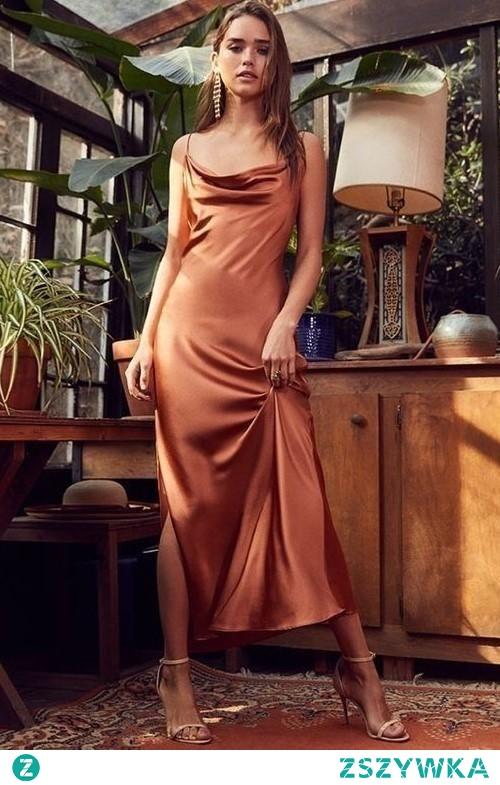 Randka w ekskluzywnym miejscu lub na bankiecie? Na to również jest rozwiązanie, satynowa sukienka na ramiączkach, sandałki na obcasie oraz piękna biżuteria. Każda kobieta, niezależnie od wieku, poczuje się kobieco i seksownie. Więc Michalina również!