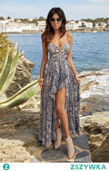 Długa zwiewna sukienka z rozcięciem to jedna ze zjawiskowych nowości w sklepie LOU! Sprawdź i przekonaj się, jak wspaniale będziesz się w niej prezentować!