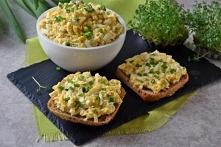 Pasta jajeczna z serem żółtym i ogórkiem