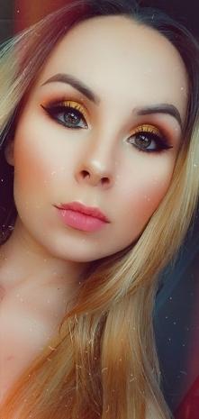 Makijaz oczu wykonany palet...