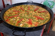 Skąd pochodzi paella i jak ...