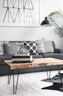 Lubię takie stoliki, mają coś w sobie, uwielbiam takie dodatki typu poduszki obrazy, dywaniki ^.^