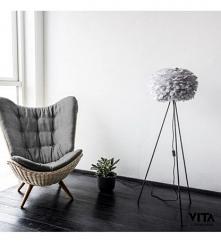 Wygodny fotel i stylowa lam...