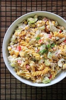 Sałatka makaronowa z tuńczykiem i warzywami
