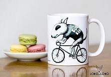 Kubek z Bulterierem na rowerze
