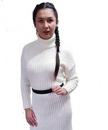 sweter długi z golfem biały