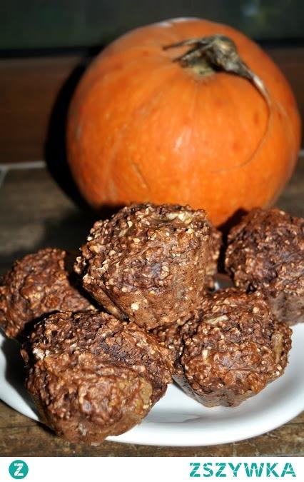Pełnoziarniste muffiny orzechowe.
