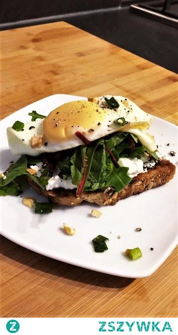 Pyszny tost z serkiem wiejskim i jajkiem. zdrowe-wybory.blogspot.com Kliknij na zdjęcie.