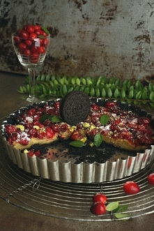 Mini tart with cranberries ...