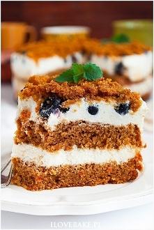 Ciasto marchewkowe z borówkami