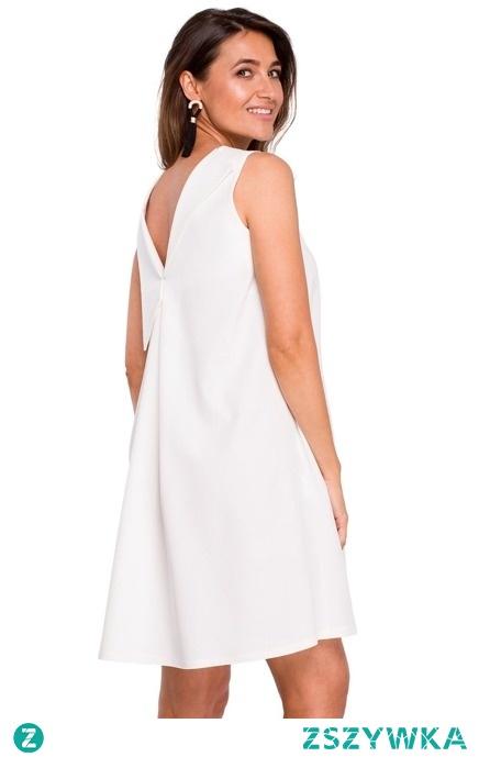 SWOBODNA TRAPEZOWA SUKIENKA Z DEKOLTEM NA PLECACH sukienki.shop
