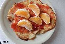 Owsiany omlet z owocami.