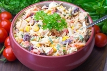 Meksykańska sałatka z kurczakiem i ryżem