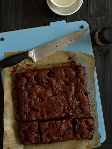 Brownie z wiśniami i chilli