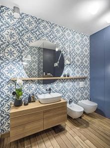 Wzory na ścianie łazienki