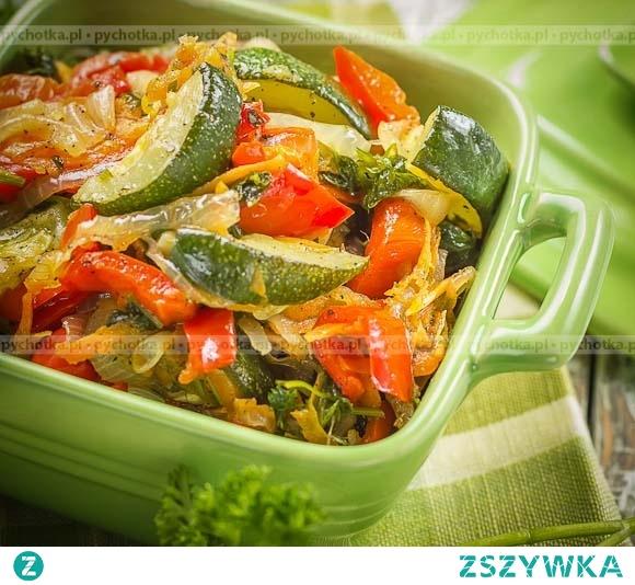 Duszona cukinia, pomidory i bakłażany