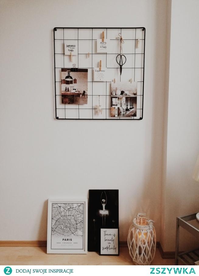 Organizer na ścianę Tablica na zdjęcia, plakaty i inne dekoracje  Zdjęcie: kokosowehygge Organizer/tablica: Nasze Domowe Pielesze