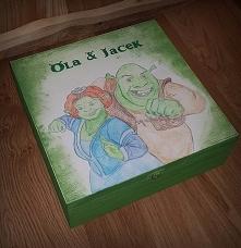 Pamiętacie Shreka i Fionę? <3 Ta para stała się inspiracją do powstania nietypowego niezbędnika małżeńskiego. :) Chcieliśmy by Para Młoda mogła od razu rozpocząć życie z bajk...