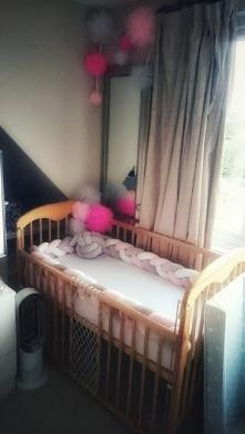 Odziedziczone łóżeczko z historią rodziną, ze zaginionymi szczebelkami i przywołujące wspomnienia