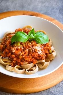 Gryczane spaghetti naleśnikowe z sosem bolognese. Przepis po kliknięciu w zdj...