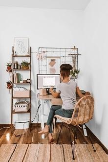 Nasz pomysł na urządzenie domowego biura -chcielibyście pracować w takim kąciku?  Produkty Nasze Domowe Pielesze: drabinka regał Opalona Rysia organizer żaluzje aluminiowe