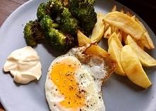 Jajko sadzone z pieczonym b...