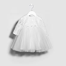 Sukienka Klara z długimi rękawami sprawdzi się idealnie podczas ważnych uroczystości takich jak np. Chrzest Święty.