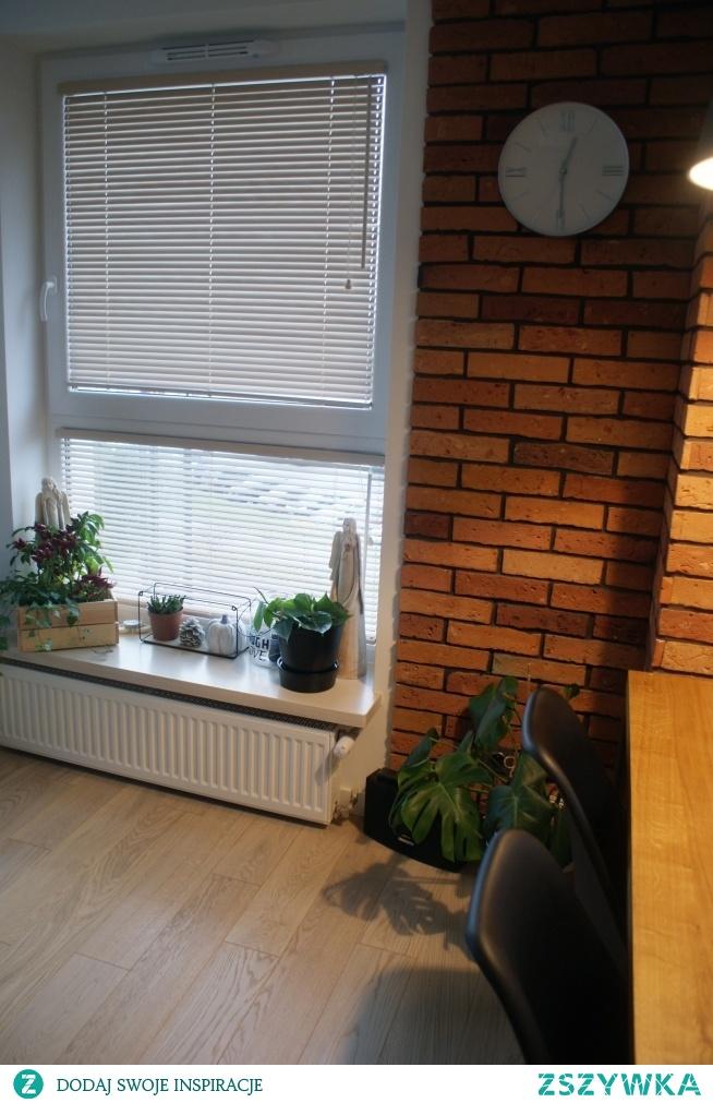 Żaluzje drewniane 25mm w kolorze Chałwa, zamontowane w świetle szyby - taką opcję wybrała Pani Ola :)  Żaluzje firmy Nasze Domowe Pielesze