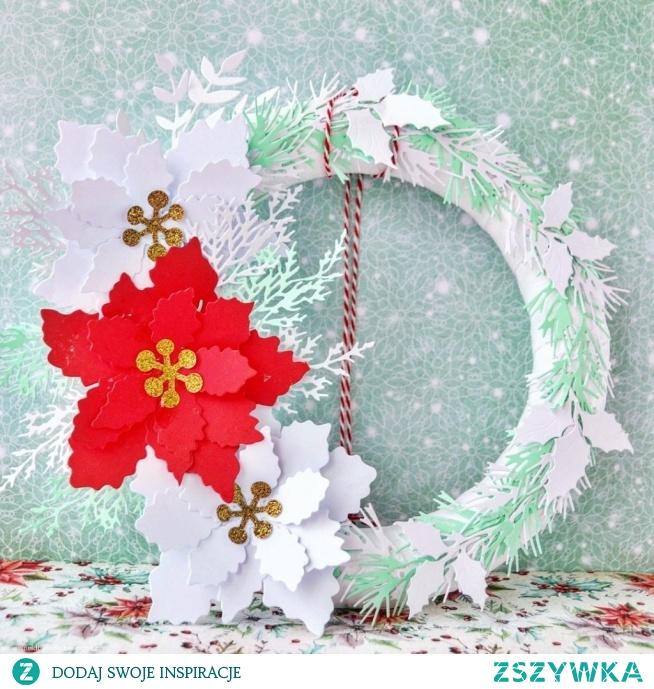 Wystarczy kilka bombek, gałęzi a nawet sztucznych kwiatków i powstanie śliczna, indywidualna ozdoba do powieszenia w oknie, na drzwiach czy do położenia na świątecznym stole.