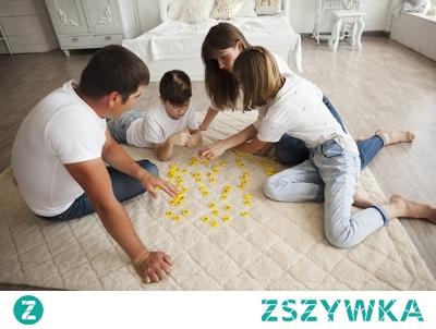 Gry - jaki masz cel?  Gram z dzieckiem, dziecko gra z rodzeństwem, gramy całą rodziną, a może ze znajomymi? Gra ma dostarczyć rozrywki? Ma czegoś nauczyć? Będzie cementować więzi rodzinne przez wspólne spędzanie czasu i pokonywanie wyzwań? Być może również rozweseli i da sporo emocji w gronie znajomych?  To właśnie cel jest najważniejszy. Jeśli znasz swoje i swoich bliskich potrzeby, to wybór będzie trafiony.