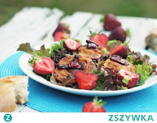 truskawki grillowany oscypek salata