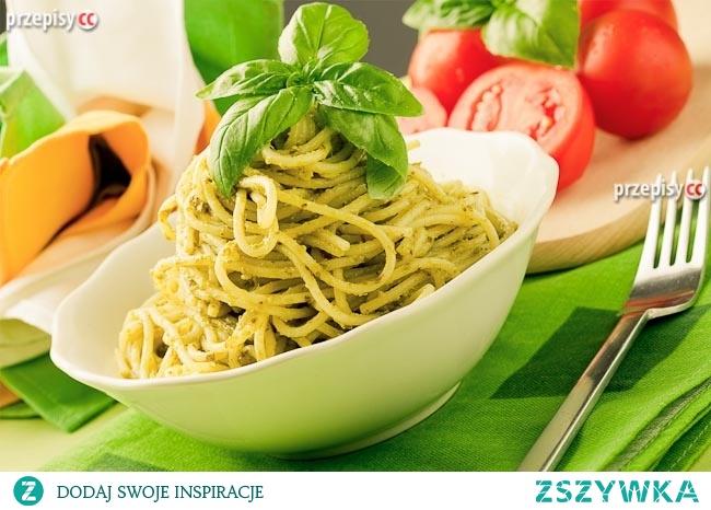 Spaghetti z zielonym sosem