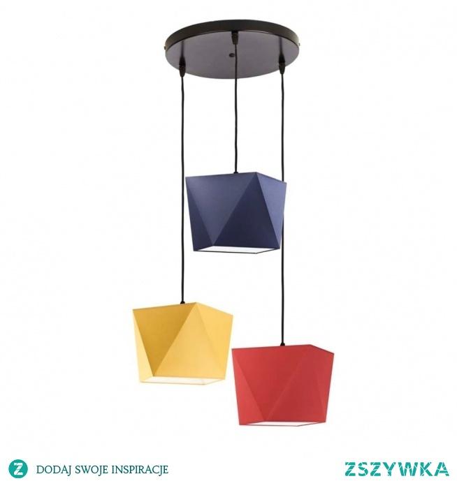 Lampa wisząca MAJORKA to idealna propozycja oświetlenia do pokoju dziecka. Trzy źródła światła rozmieszczone symetrycznie na okrągłej podsufitce świetnie się sprawdzą w nowoczesnych wnętrzach. Każdy z przewodów na którym umieszczone są abażury w kształcie diamentów posiadają regulację - można zawiesić na dowolnej wysokości. Żyrandol dziecięcy MAJORKA dostępny jest w kilkunastu wariantach kolorystycznych abażurów i stelaży.