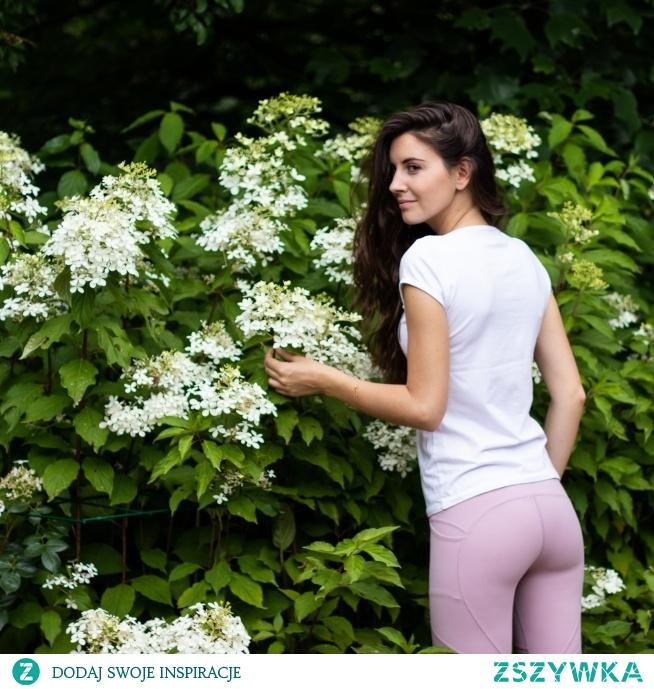 Leginsy Pink Shade cechuje wysoka jakość wykończenia, praktyczność i niezwykle kobiecy charakter. Przyjemnie miękki materiał jest jak druga skóra - gwarantuje wygodę i swobodę ruchów.