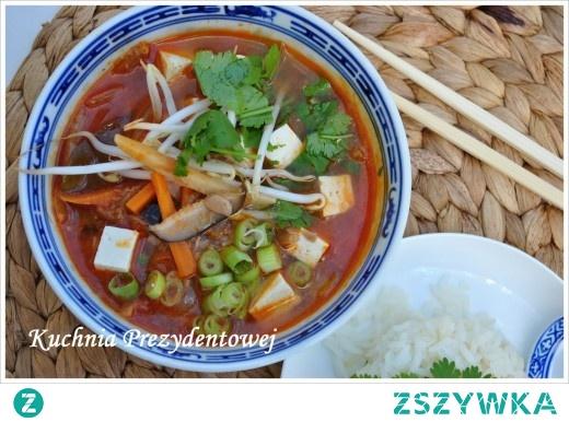 Kimchi Jjigae – koreańska zupa z tuńczykiem