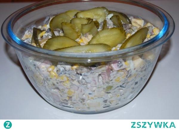 Sałatka z pieczarkami i serem